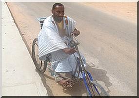 Ould Boudreika, l'homme qui véhicule les paraplégiques ! [Reportage photos]