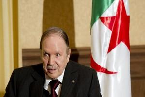 Mort d'Adbelaziz Bouteflika : autorités embarrassées et citoyens hostiles