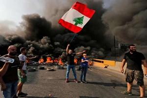 Révolte des Libanais après l'annonce d'une taxe sur les messageries internet