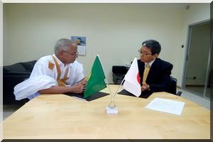 Communiqué de presse :  L'ambassade du japon en Mauritanie et la commune  d'Atar procèdent à la cérémonie De signature du  Contrat Relatif Au «Projet D'Aménagement de l'école Rgeiba»