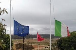 Les drapeaux d'Italie et de l'UE sont en berne à l'ambassade d'Italie au Maroc et en Mauritanie