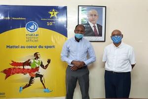 Le Ministre de l'Emploi, de la Jeunesse et des Sports au bureau du Marathon International de Nouadhibou