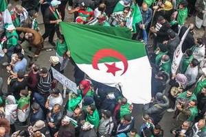 Les Algériens dans la rue, le Hirak se remet en marche face au pouvoir