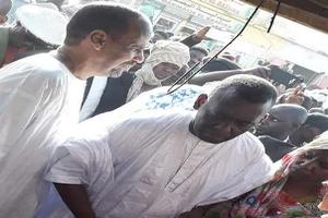 Un candidat s'informe des conditions dans les marchés de Nouakchott