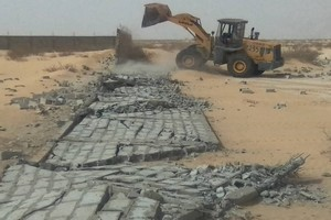 Destruction par le ministère de l'habitat de bâtiments et d'infrastructures construits sur des places publiques à Nouakchott