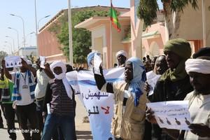 Vidéo. Les dockers manifestent de nouveau devant le palais présidentiel à Nouakchott