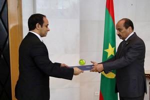 O Abdel Aziz reçoit les lettres de créance des ambassadeurs d'Égypte et d'Oman