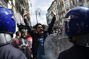 VIDÉO - Tensions en Algérie : ce que craint le gouvernement français