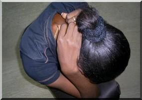 Viol suivi de meurtre: Un saisonnier viole la fille, l'exécute et lui crève les yeux femme_recroquevillee