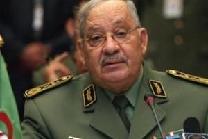 Algérie : l'armée appelle au dialogue et met en garde contre la violence