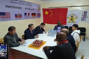 Son Excellence l'Ambassadeur de la Chine au bureau du marathon International de Nouadhibou