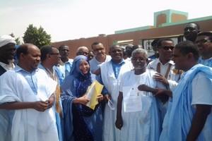 Nouakchott : Des sénateurs manifestent devant les grilles du Sénat