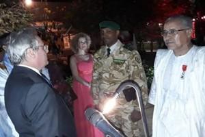 La France décore deux officiers mauritaniens