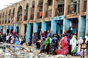 Déplacement vers le nouveau centre commercial : un exode urbain forcé en question