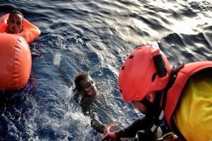 Les migrants naufragés : témoignage de l'unique rescapé