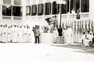 Éclairage – 40è anniversaire de la récupération de Oued Eddahab… quand Hassan II distribua des armes de ses propres mains aux Chioukhs des tribus