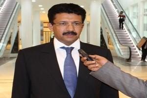 Ould Oudaa supervise la signature du compromis qui met fin à la grève des dockers