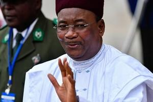 Le président Issoufou accueille une base militaire émiratie au Niger
