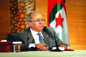 Le régime en quête de soutiens à l'étranger : A quoi joue le pouvoir ?