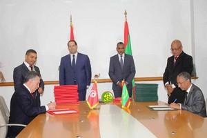20 accords et mémorandums signés, au terme de la visite de Chahed en Mauritanie