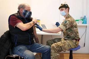 Vaccins anti-Covid : la protection baisse nettement au bout de six mois, selon une étude britannique