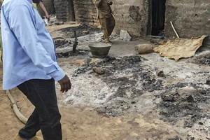 Mali: 30 villageois au moins tués par des hommes armés dans le centre du pays