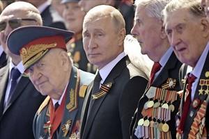 Poutine signe une loi donnant une immunité à vie aux anciens présidents